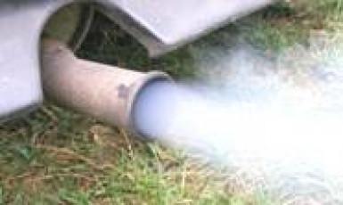 двигатель дымит, двигатель дымит белым дымом